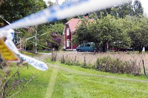 I den här sommarstugan dödades Johanna Möllers pappa i augusti förra året.
