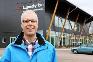 Pastor Magnus Davidsson från Lugnetkyrkan tycker att det handlar om att behandla personer som tigger med värdighet.