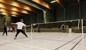 Badmintonklubben Boston är på väg från Lugnvik sedan skaderisken ökat i sporthallen.