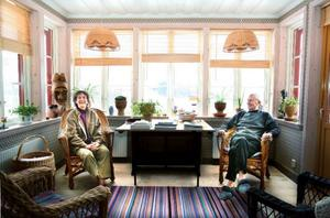Marika Dymling och Eric Hedqvist njuter i fulla drag av livet i och kring sitt drömhus i Kälom. Skidturer tillhör vardagen.– Det finns gott om dalripa här. Men jag jagar inte, bara tittar, säger Eric.