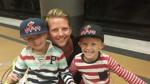 Iggesunds lagkapten med sönerna Teodor och Ville.