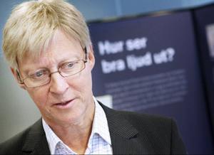 Gårdagens skolsalar i kombination med modern pedagogik skapar ökade ljudproblem anser Hörselskadades Riksförbunds generalsekreterare Hans Ericsson.