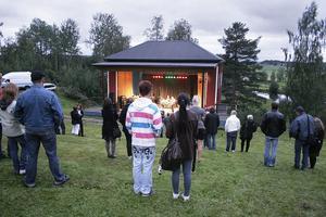 Vädret var inte det bästa för en musikfest i parken, vilket var synd för banden som uppträdde var bra.