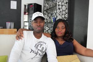 Issa Kone och Kouassi Assoua Epse Kone. Kouassi Assoua Epse Kone kom till Sverige för sex månader sedan. Hon tror att hon kommer besöka mötesplatsen fler gånger.