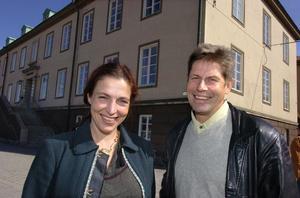 Core Care AB i Bollnäs tar över Bergslagssjukhuset i Fagersta och vårdcentralen där. Anna och Eskil Hammarström är glada över att affären nu är i hamn.