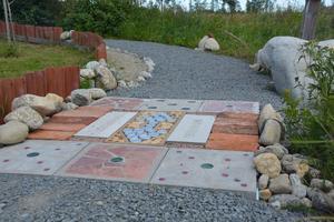 Konsten på marken som uppkom av väldigt praktiska skäl, nämligen att stoppa ogräset.