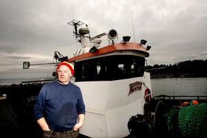 Strömmingfiskets tid är snart förbi för Carl-Åke Wallin. För att kunna fortsätta som fiskare får han i framtiden satsa på kustnära fiske av exempelvis lax och laxöring i mindre båt.