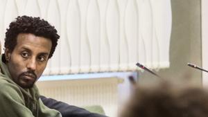 Bilden är tagen från första rättegångsdagen i Västerås tingsrätt, då Abraham Ukbagabir var mer märkt av skadorna han åsamkade sig själv efter morden.