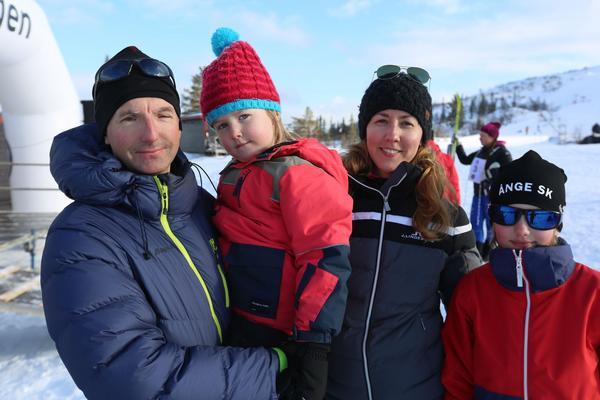 Peter Randström tillsammans med familjen.
