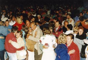 Fullpackat. Fagerstaborna fyllde dansbanan i Vilhelminaparken när Lasse Stefanz spelade upp.
