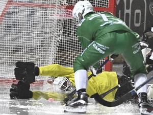 Här gjorde Jesper Jonsson 5–3 mot SAIK i vätan på Zinken.