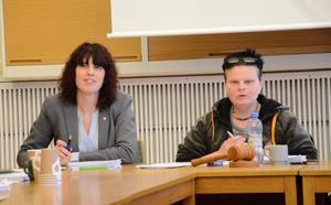 Jessica Jansson, ekonomichef Hällefors kommun, och kommunalråd Annalena Järnberg (S) anser att kommunens ekonomi är på rätt väg.