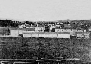 Ett virrvarr av större och mindre träbyggnader bjöd Bygatan på i slutet av 1800-talet.
