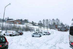I botten blir det parkeringshus, ovanpå det lägenheter i flera plan, med affärslokaler i gatuplan, på det som i dag är parkering mellan hotellet och riksvägen genom Funäsdalen.