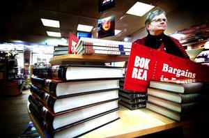 Sista bokrean. Inger Prising går i pension efter 32 år i bokhandeln i Falun. Bland fackböcker och bilderböcker för barn tycker hon att man kan göra riktiga reafynd.