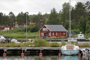 Den aktuella sjöboden ligger utanför detaljplaneområdet, men ska omfattas av samma regler, anser byggnadsnämnden.