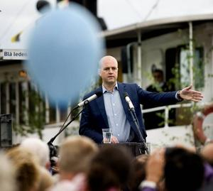 Lovar. Fredrik Reinfeldt lovade sänkt skatt när han höll sitt traditionsenliga sommartal i Vaxholm i lördags.