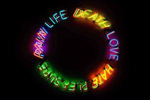 """Neonverket """"Life And Death"""" (1983), ett av Bruce Naumans enligt många viktigaste verk, visas nu för första gången för en svensk publik."""