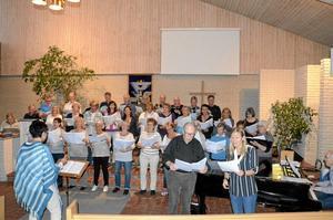 Repetition. I Johanneskyrkan pågår repetitionerna inför konserten med Chesstema den 10 maj. Körerna Cum Vox och Tre Nycklar samarbetar. Båda körledarna, Teddy Sundquist och Annika Jorstig, sjunger solo.
