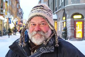 Ulf Rubensson, 57 år, Lilljöhögen: – Ja, tacka för det. Jag har en valp som jag ska jaga in. Förhoppningsvis skjuter jag en älg, eller två.
