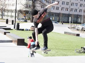 Oskar Nilsson har tröttnat på situationen i skateparken.