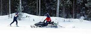 Foto: LASSE HALVARSSON I nya spår. Gösta Berggren, 75 år, testar de nytillverkade skidspåren. Spåren var bra men det var kallt i luften, tyckte Gösta.