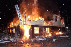 Den stora hotellbyggnaden totalförstördes helt vid branden som fick ett häftigt förlopp.
