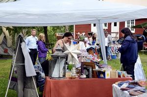 Tradition. För många är det tradition att besöka den årliga lillmarknaden i Bredsjö Folkets park. Med tiden har arrangemanget blivit en hemvändardag för många.