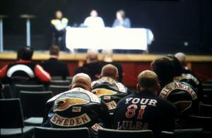 Ett 30-tal personer tillhörande Hells Angels och andra mc-klubbar fanns på plats under auktionen.