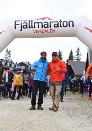 Petter Bromée och Joakim Nordlund vid starten. Foto: Vemdalens Fjällmaraton
