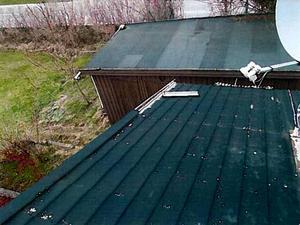 Stockholm, april i år. Asfaltsläggarna rev upp väggen, slet bort vindskivor och bröt i taket. Sedan erbjöd de sig att laga huset. Liknande händelser har utspelat sig över hela södra Sverige under de senaste veckorna och är ett återkommande problem sedan många år.