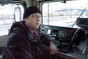 Joakim Törnvall har arbetat som lokförare i 18 år, han har sett hur yrket har förändrats både ekonomiskt och arbetsmässigt genom åren.