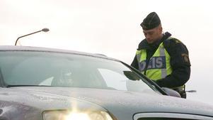 Enligt polisen var mannen på väg hem då han stoppades i en rutinkontroll.