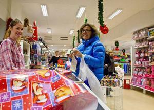 Klart det ska vara julklappar tycker kunden Anita Skånöy. Men en julklappsbudget gör hon alltid så att inköpen inte blir för kostsamma.