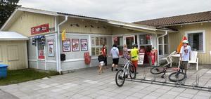 Lanthandeln Hällbo-boa, i Hällbo, har dragits med ekonomiska svårigheter sedan starten.