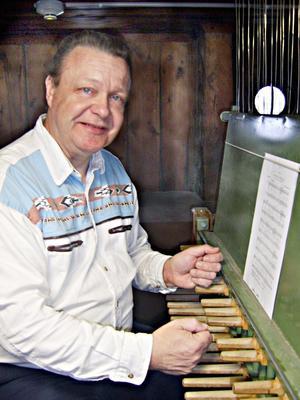 Owe Rosén ansvarar för Rådhusets klockspel i Gävle.