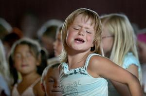 Medryckande. Den unga publiken verkade stundom helt förtrollad av hålligånget på scenen... Foto:Peter Ohlsson