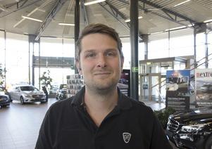 Christian Hellberg, bilsäljare som inte tror att de nya vägskyltarna kommer att medföra sänkt hastighet.
