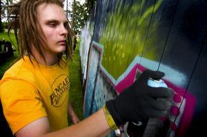 Initiativtagare. Johan Karlsson tog initiativet till kommunens graffitiplank.