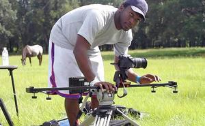 Domonic Smith, som skrivit filmens manus med en kompis, har gjort ett 50-tal kortfilmer tidigare, varav hälften tävlat på olika festivaler.