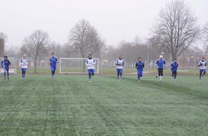 Fyra tänkbara nyförvärv testspelade när IFK Hallsbergs A-lag i går tränade.BILD: SAMUEL BORG