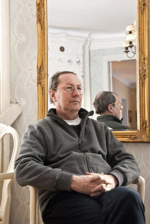 Dan Karlsson väcktes politiskt som ung och har ägnat en stor del av sitt liv åt kommunpolitiken i Arboga för Vänsterpartiet. På lördag den 26 mars fyller han 60 år.