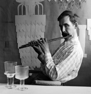 Gunnar Cyren i ateljen i Orrefors 1967.