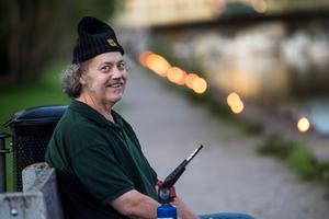 Lars-Göran Liljeberg är vaktmästare till vardags. Han hoppas att kommenen fortsätter att satsa på lyskvällen och att han får tända marschallerna efter ån så länge han kan.