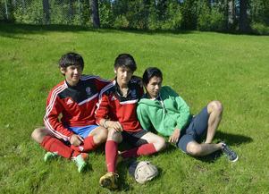 Fotbollen har varit viktig för Mahdi Eskandari och hans vänner Mirwais Golami och Hamed Rasuli. 15-åriga Mirwais bor på Estonte medan Mahdi och Hamed bor i egna träningslägenheter.