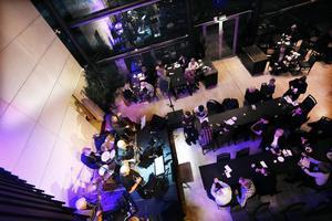 Här är det gruppen Jazzbag som spelar i restaurangen Gourmet.