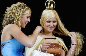 Lämnade över. Sofia Ersson lämnade 2006 över titeln till en glad efterträdare, Emelie Larsson. Foto:Peter Ohlsson