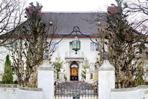 """1. 1916 började Adolf Ahlgren bygga """"Villan"""" på höjden."""