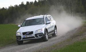 Så länge väglaget är bra och underlaget något sånär jämt klarar sig Volvo XC70 Drive med enbart framhjulsdrivning.Foto: Rolf Gildenlöw