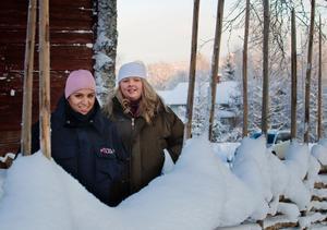Sara Kröjs och Kristin Stegs är fascinerade över Svalbard där de just nu bor och arbetar.